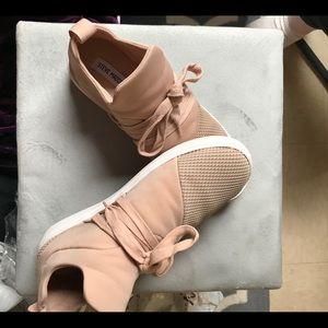 Steve Madden lancer sneaker blush color